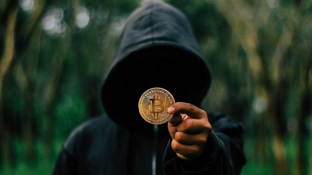 Hungarian Bitcoiners erect statue of Bitcoin creator Satoshi Nakamoto